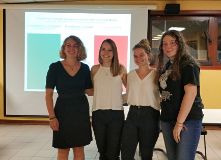 De gauche à droite : Marine Huet, Charlotte Salmon, Léonie Salmon, Juliette Simon