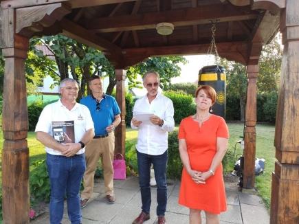 Claude Salmon, Daniel Arbogast et Alain Bricker accueillent Annie Heintzelmann